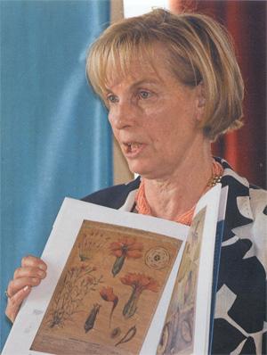La prof. De Martini presenta il catalogo del Museo.